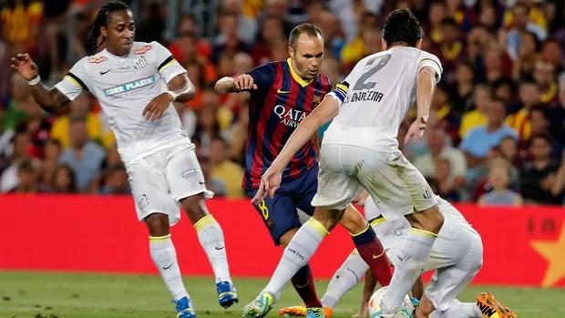 Iniesta jogo Barcelona e Santos (Foto: AFP)