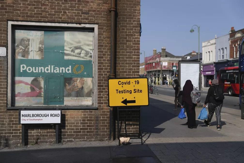 Centro de testes para o diagnóstico do coronavírus em Southampton, na Inglaterra — Foto: Andrew Matthews/AP