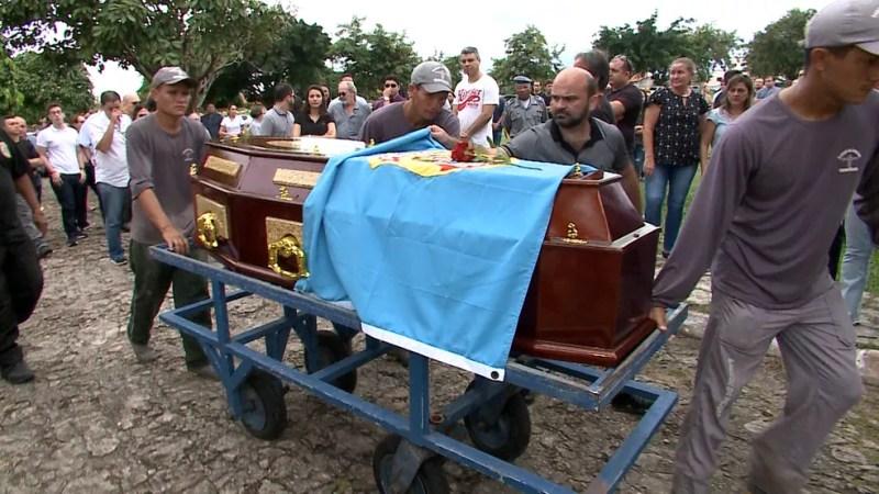 Delegado da Polícia Federal Davi de Farias Aragão é sepultado em São Luís. (Foto: Miguel Lindoso/TV Mirante)