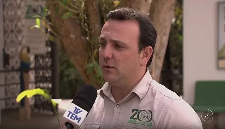 Veterinário Alexandre Resende explica que pato-mergulhão corre risco de ser extinto (Foto: TV TEM/Reprodução)