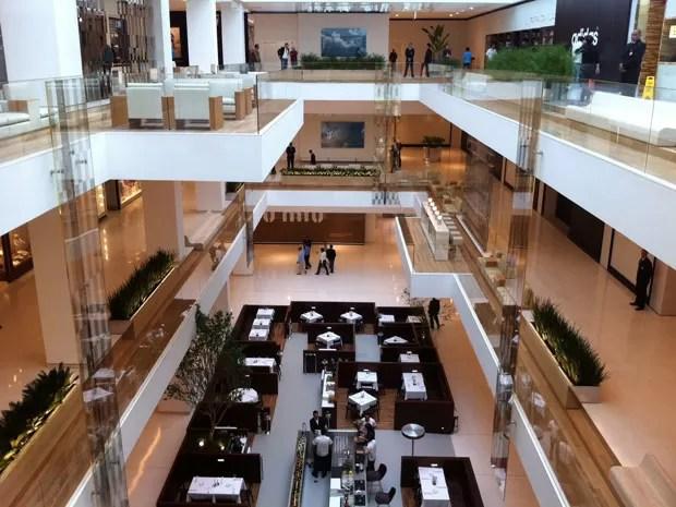 Visão do centro do shopping, aberto nesta sexta-feira em SP (Foto: Nathália Duarte/G1)