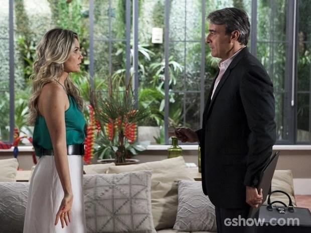 Thomaz procura Heloísa para tratar de negócios (Foto: Inácio Moraes/TV Globo)