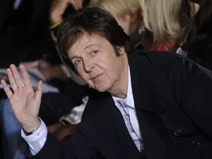 Paul McCartney faz 70 anos (Foto: Jacques Brinon/AP)