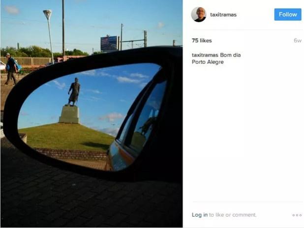 Laçador enquadrado no retrovisor levou Mauro a fotografar cidade pelo espelho (Foto: Reprodução/Instagram)