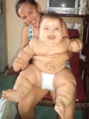 Aos oito meses bebê já pesa 18 quilos (Foto: Arquivo pessoal)
