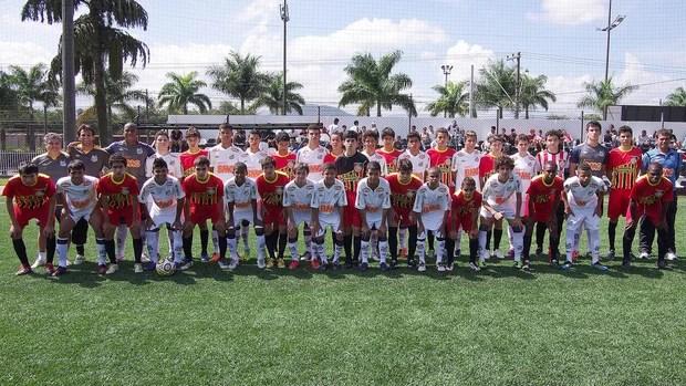 ct meninos da vila santos (Foto: Pedro Ernesto Guerra Azevedo/Divulgação Santos FC)