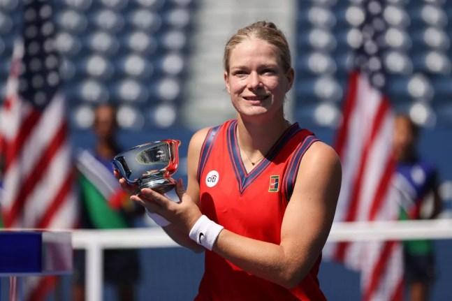 A holandesa Diede de Groot com o troféu de campeã do US Open 2021 — Foto: Elsa/Getty Images