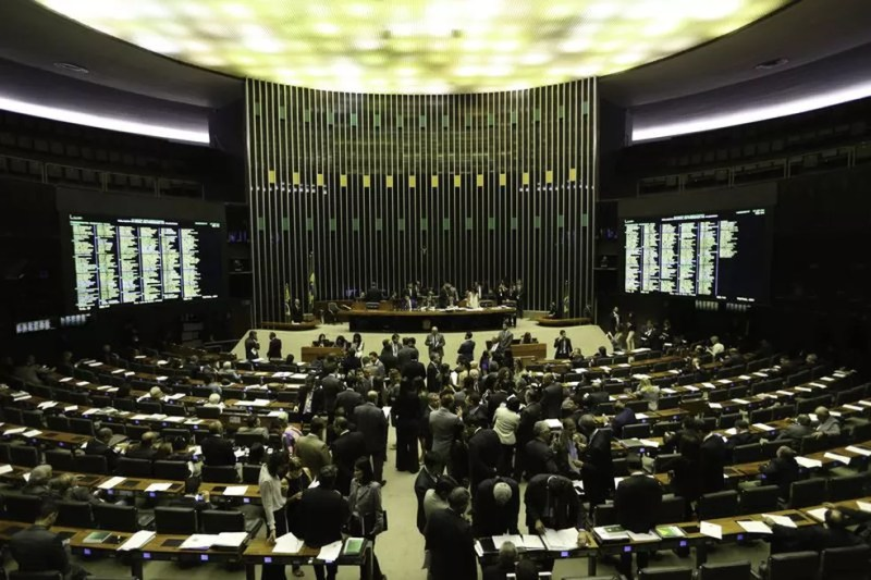 Câmara durante discussão da reforma política (Foto: Fabio Rodrigues Pozzebom/Agência Brasil)