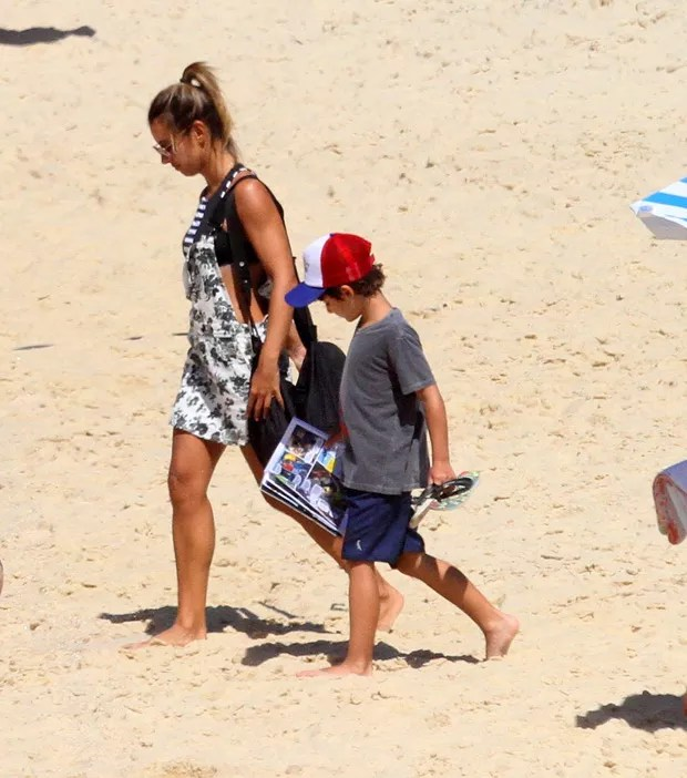 Cristiane Dias e o filho, Gabriel (Foto: Daniel Delmiro/AgNews)