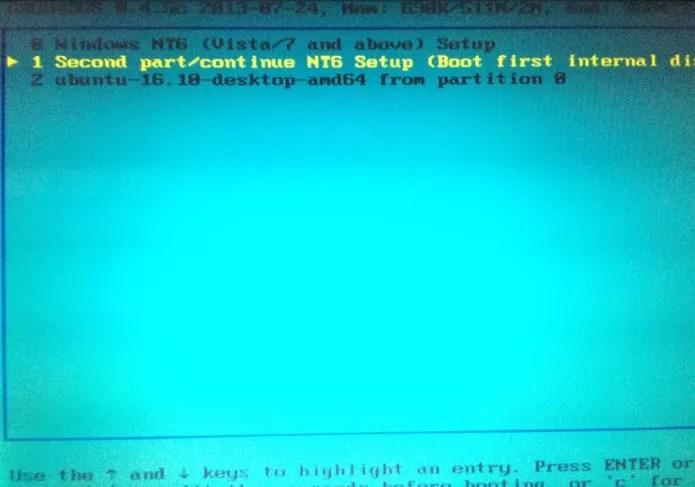 Selecionando o sistema durante a inicialização usando o pendrive (Foto: Reprodução/Edivaldo Brito)