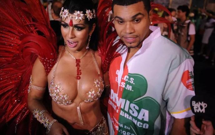 Ellen Cardoso, a Mulher Moranguinho, e Naldo, durante o carnaval (Foto: Raul Zito/G1)