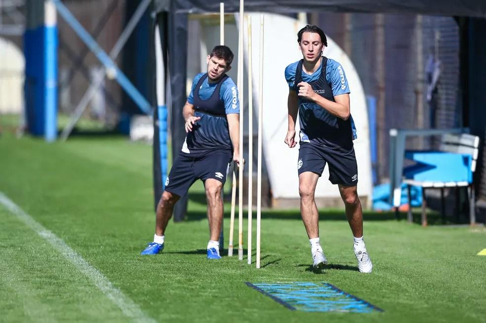 Kannemann e Geromel em treino do Grêmio — Foto: Lucas Uebel/Grêmio