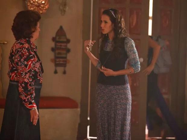 Cyla explica quem é Morena para Ayla (Foto: Salve Jorge/ TV Globo)