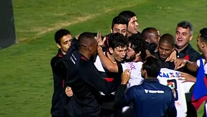 Paraná x Atlético-GO no Durival Britto (Foto: Reprodução/TV Anhanguera)