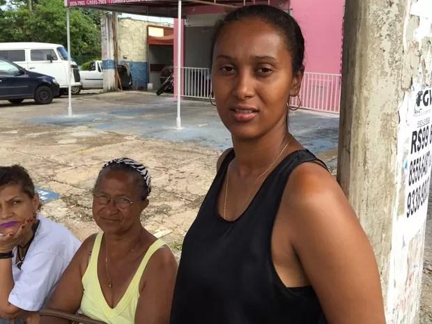 Vendedora Maria Santana diz que esperou mais de 1 hora por ônibus, em Goiânia (Foto: Murillo Velasco/G1)