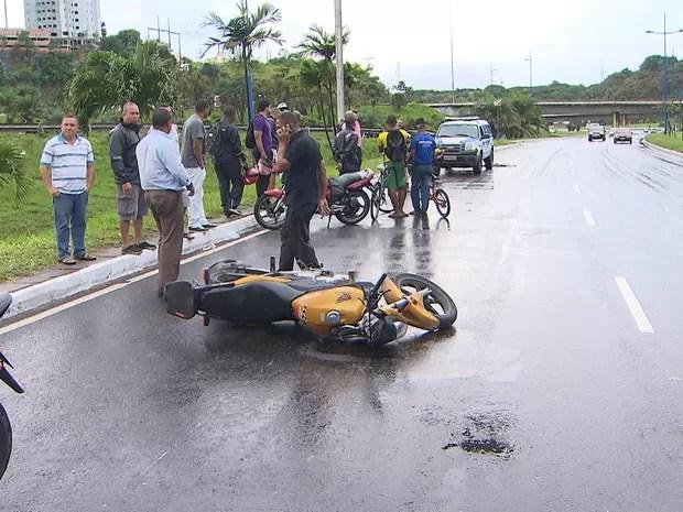 Acidente na Avenida ACM, em Salvador (Foto: Reprodução/TV Bahia)