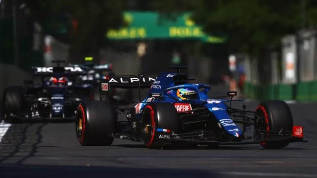 Fernando Alonso fez uma bela prova no Azerbaijão e terminou em sexto com a Alpine — Foto: Dan Istitene/F1 via Getty Images