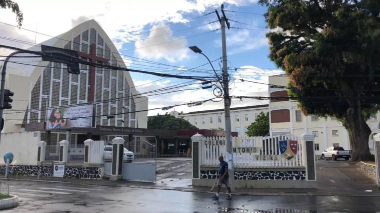 Colégio da rede particular de Salvador que não teve aulas nesta quarta-feira (15) — Foto: Vanderson Nascimento/TV Bahia