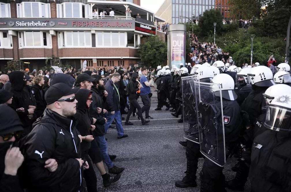 Polícia impede avanço de manifestação contrária ao G20 nesta quinta-feira (6) em Hamburgo (Foto: STEFFI LOOS / AFP )