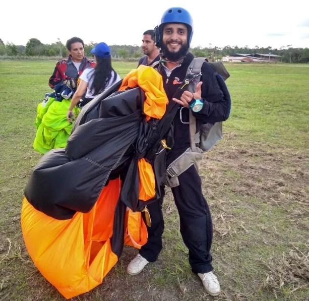 Ele também praticava paraquedismo — Foto: Airton Ferreira/Arquivo Pessoal