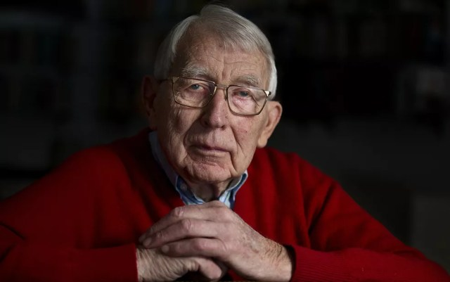 Lodewijk Frederik Ottens, conhecido como Lou Ottens, inventor da fita cassete. — Foto: Jerry Lampen/ANP/AFP