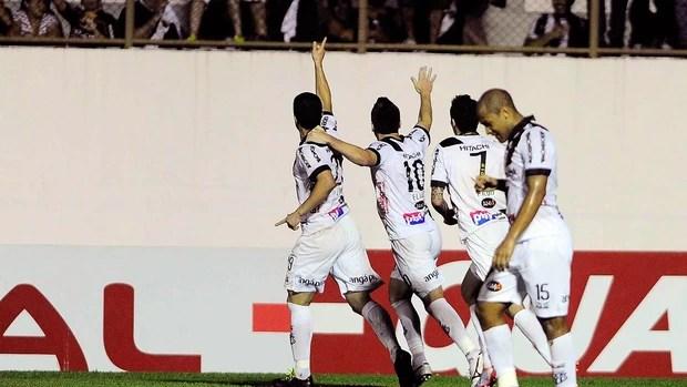 Leandro gol Ponte Preta jogo São Paulo Sul Americana (Foto: Marcos Ribolli / Globoesporte.com)
