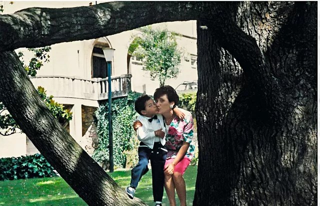 Olivier com a mãe, Lydia, em 1992 (Foto: Divulgação)