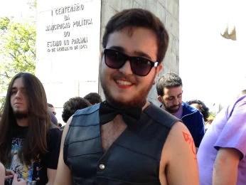 Vitor é homossexual e também participa da marcha (Foto: Adriana Justi / G1)