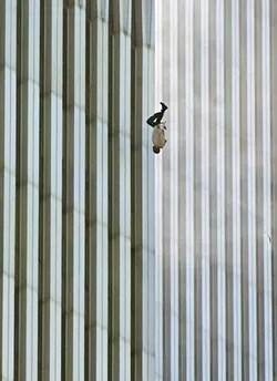 A FOTO Homem em queda,  de Richard Drew (Foto: Richard Drew/AP)
