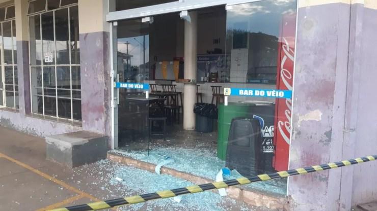 Loja de conveniência também foi atacada por criminosos durante ação em Iracemápolis — Foto: Edijan Del Santo/EPTV