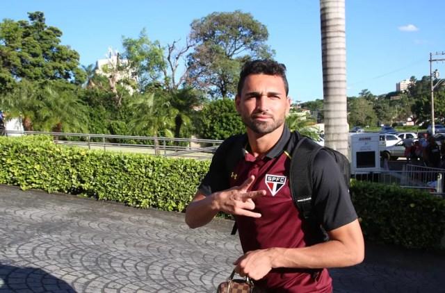 Gilberto pode formar dupla de centroavantes com Lucas Pratto (Foto: Rubens Chiri / saopaulofc.net)