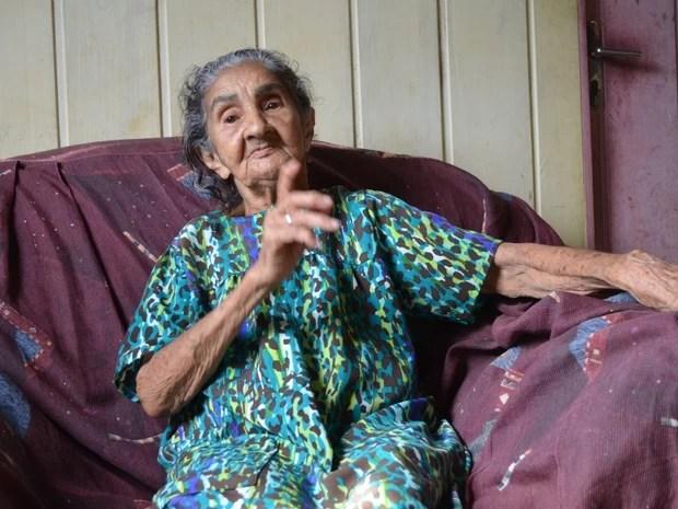 Dona Carmélia, parteira em Cruzeiro do Sul (Foto: Genival Moura/G1)