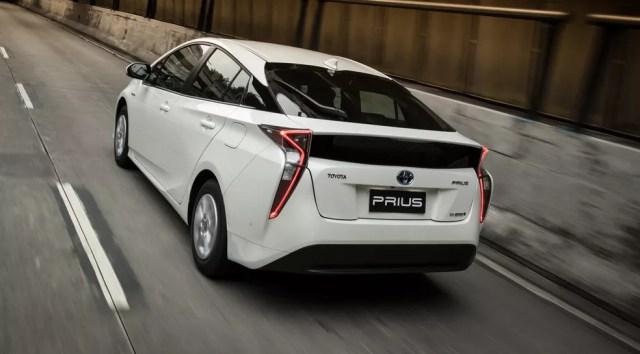 Toyota Prius é o híbrido mais vendido e custa mais de R$ 120 mil (Foto: Divulgação)