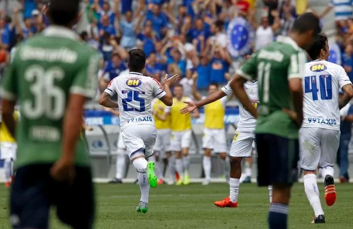 Willian; Cruzeiro (Foto: Washington Alves/Light Press)