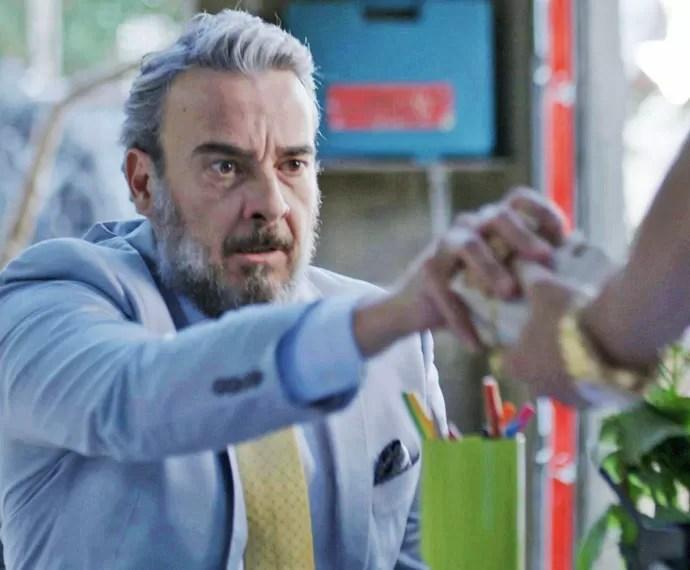 Jurandir aceita dinheiro de Grego (Foto: Tv Globo)