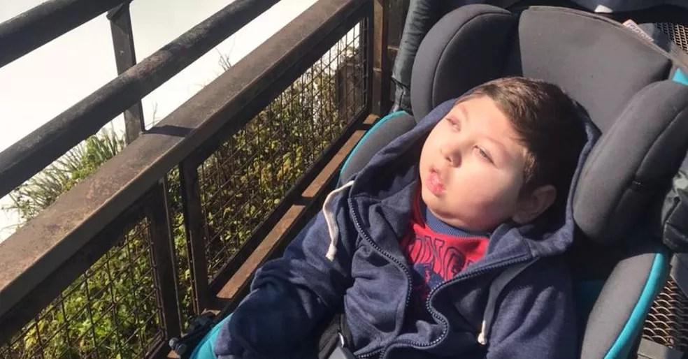 Octavio tem quatro anos e aguarda liberação da embaixada brasileira para voltar à reabilitação no Brasil — Foto: Arquivo pessoal