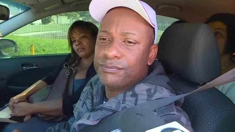 Pai de Thalles chegou ao hospital por volta das 9h deste sábado (22), após receber notícia do acidente com o atacante — Foto: Reprodução / TV Globo