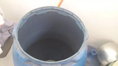 Reservatório de água da recepcionista Carla Ponce, que sofre com falta de água no Recife — Foto: Arquivo pessoal