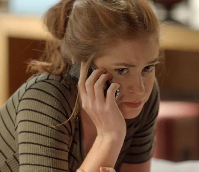 Eliza fica cismada com mudança da mãe (Foto: TV Globo)