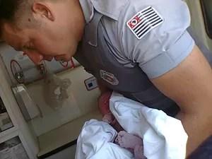 PM foi chamada por vizinhos para fazer um parto em Rio Claro (Foto: Divulgação/Polícia Militar)