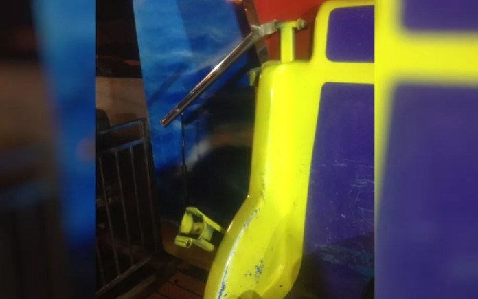 Trava de segurança se solta de brinquedo em parque de diversões de Ceres (Foto: Divulgação/ Corpo de Bombeiros)