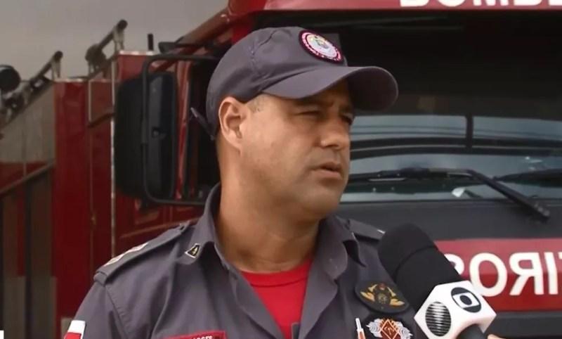 Tenente dos Bombeiros diz que principal causa dos incêndios é a utilização do fogo na limpeza de terrenos — Foto: Reprodução/TV Santa Cruz