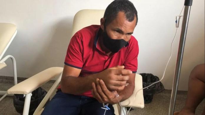 Eliseu dos Santos deu entrada em hospital após ser picado por jararaca em Vilhena — Foto: Rede Amazônica/Reprodução