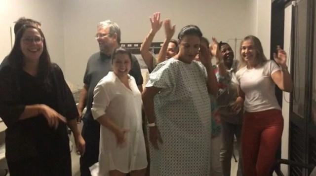 Ivete aparece dançando em vídeo feito na maternidade antes do nascimento das gêmeas. (Foto: Reprodução/Twitter)
