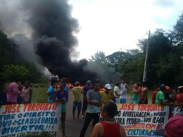 Protesto reuniu trabalhadores de bares e festas que se sentem prejudicados com a proibição de festas em Mosqueiro (Foto: Alex Rodrigues/ Arquivo Pessoal)