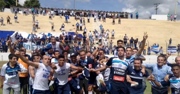 São Bento festeja acesso após vitória sobre o Catanduvense (Foto: Patrick Lima / TV TEM)