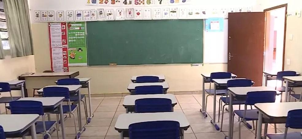 Salas de aula vazia em Belo Horizonte (MG), fechada em março por causa da pandemia. — Foto: TV Globo