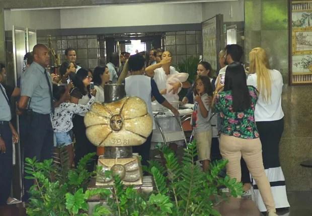 Ivete Sangalo deixa a maternidade (Foto: ANDRE MUZELL/BRAZILNEWS)