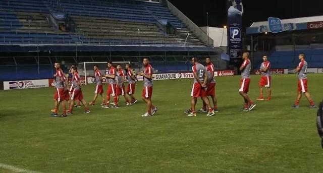 Jogadores do São Paulo em Guayaquil (Foto: Rubens Chiri / site oficial do São Paulo FC)
