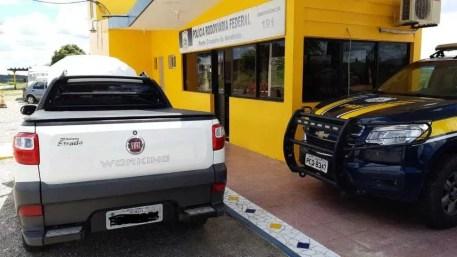 Carro clonado é apreendido em Sertânia — Foto: Policia Rodoviária Federal/Divulgação